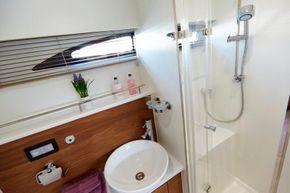 Haines 400 Aft Cabin Shower