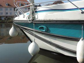 Nicols Estivale Quattro Canal and river cruiser - Bow