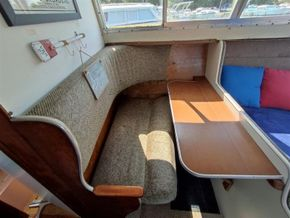 Seamaster 813 double berth layout for a couple - Saloon