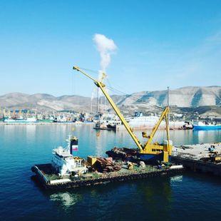 [CRN170] Self-propelled crane ship