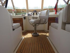 Golden Star trader Sun deck 40 Live aboard Trawler - Fly Bridge Seating