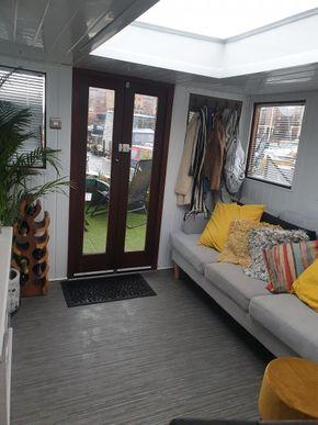 Large Summer wheelhouse with patio doors