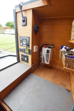 Stern cabin aft
