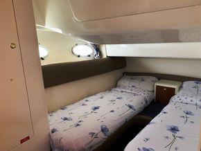 Cranchi 40 Atlantique - Twin Guest Cabin