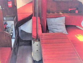 Hunter Delta 25  - Interior