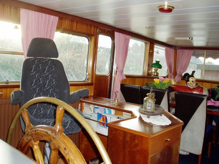 Dutch Barge 26.08 with TRIWV