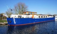 29m Converted Spitz barge, a cruising home with residential mooring.