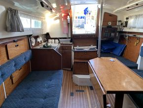 Snapdragon 890 - Saloon looking aft