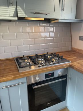 Bosh 5 burner hob and integrated extractor
