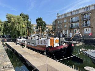 Beautiful 2 Bedroom Dutch Ex Sailing Barge Zone 2, South Dock Marina