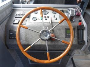 Dutch Steel Motor Cruiser JM YACHT - Helm