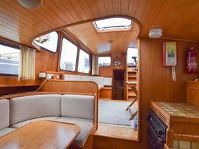Stevens 1040 with London mooring - Interior