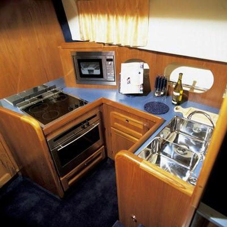 2001 Hardy Commodore 42