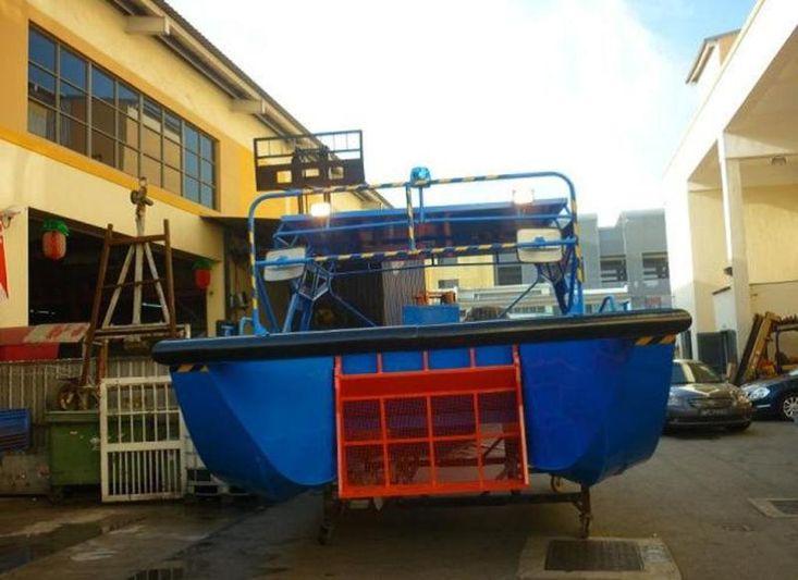 18ft Electric Rubbish management vessel