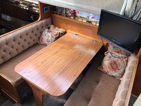 Birchwood Motor Yachts President 37 With Flybridge - Saloon Table