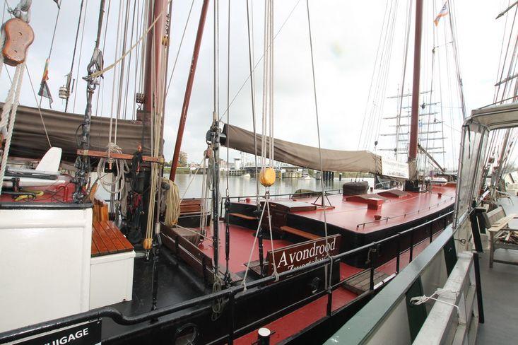 sailing charter clipper