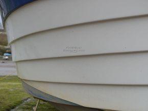 Saga 27AK  - Hull Close Up