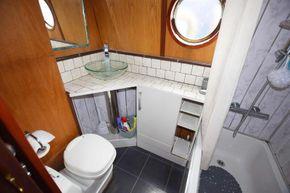 Bathroom (from corridor)