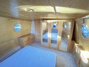 Oak wardrobe with mirrored soft close doors