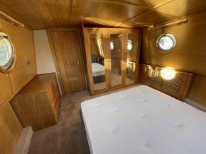 Bespoke fitted oak bedroom suite