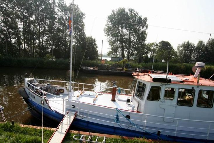 Great former rescue lifeboat, excellent to discover !