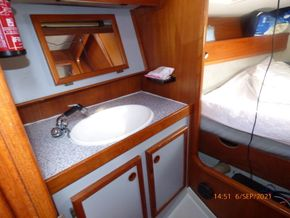 Starboard bunk WHB and Shower
