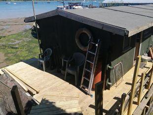 Static Houseboat on double mooring