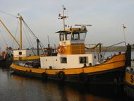 Tug with pushbar and Lister Blackstone