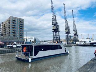 Houseboat Demeter 122