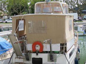 Golden Star trader Sun deck 40 Live aboard Trawler - Cockpit
