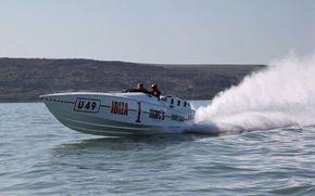 Cigarette Racing - Don Aronow 'Bubbledeck'