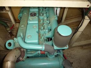 French & Peel 24m Widebeam  - Engine