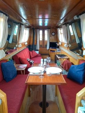 Front cabin and table