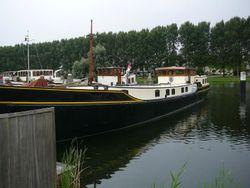 Professional rebuilt live aboard barge