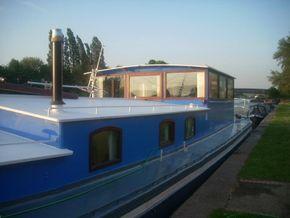 Safe wide side decks