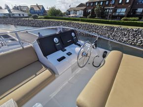 Sasga 42 Flybridge Helm