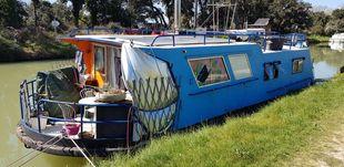 Liveaboard in France 12m houseboat