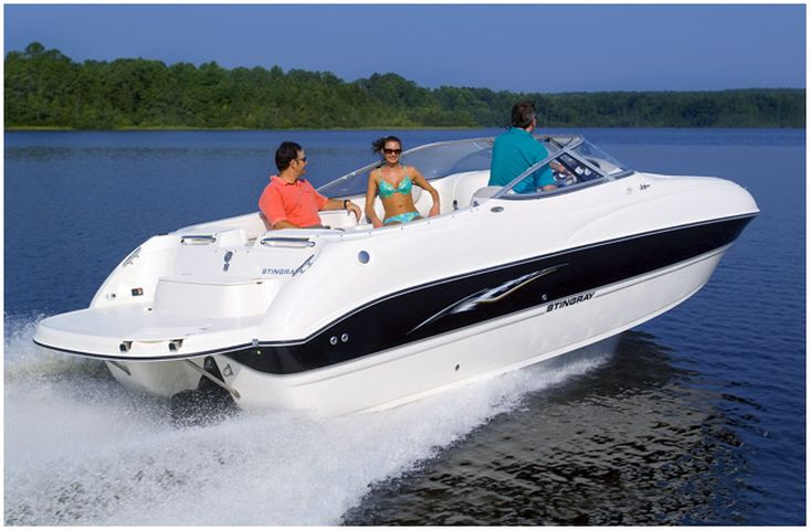 Stingray 220DR Deck Boat