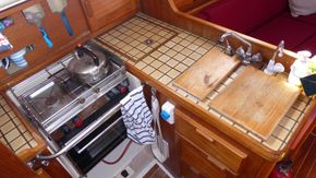 Galley: cooker, fridge, sinks