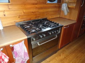 Full size cooker and oven