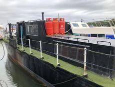 Cosy Static Houseboat