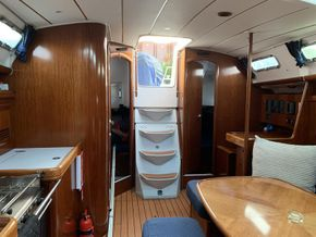 Beneteau Oceanis 393 - Saloon looking aft