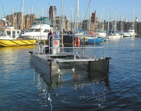 VersiCat pontoon boat