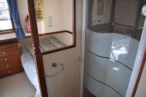 Aft cabin shower (to port)