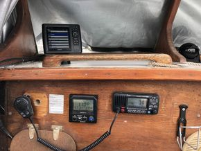 VHF, Autopilot, Sounder/plotter at helm