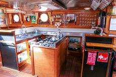 sailing charter clipper
