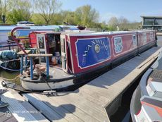 47ft Narrowboat Waxwing (brand new engine)