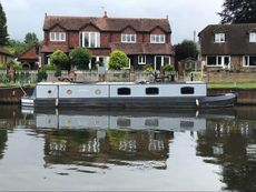Widebeam 50x10 on residential mooring