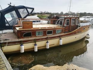 35ft. WILSON MOTOR CRUISER - part project