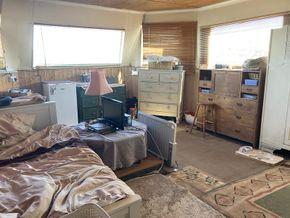 Reception room/ bedroom
